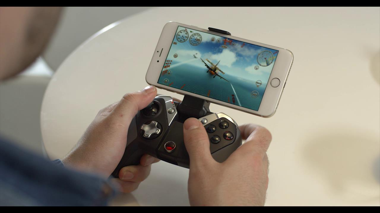 GameSir M2 GamePad Turns Your iPhone into a Handheld Game Console at CES 2017: New Video Inside